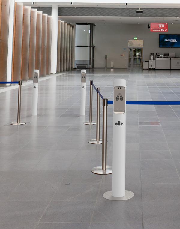 Stacja do bezdotykowej dezynfekcji rąk aerozolem przestrzeń publiczna